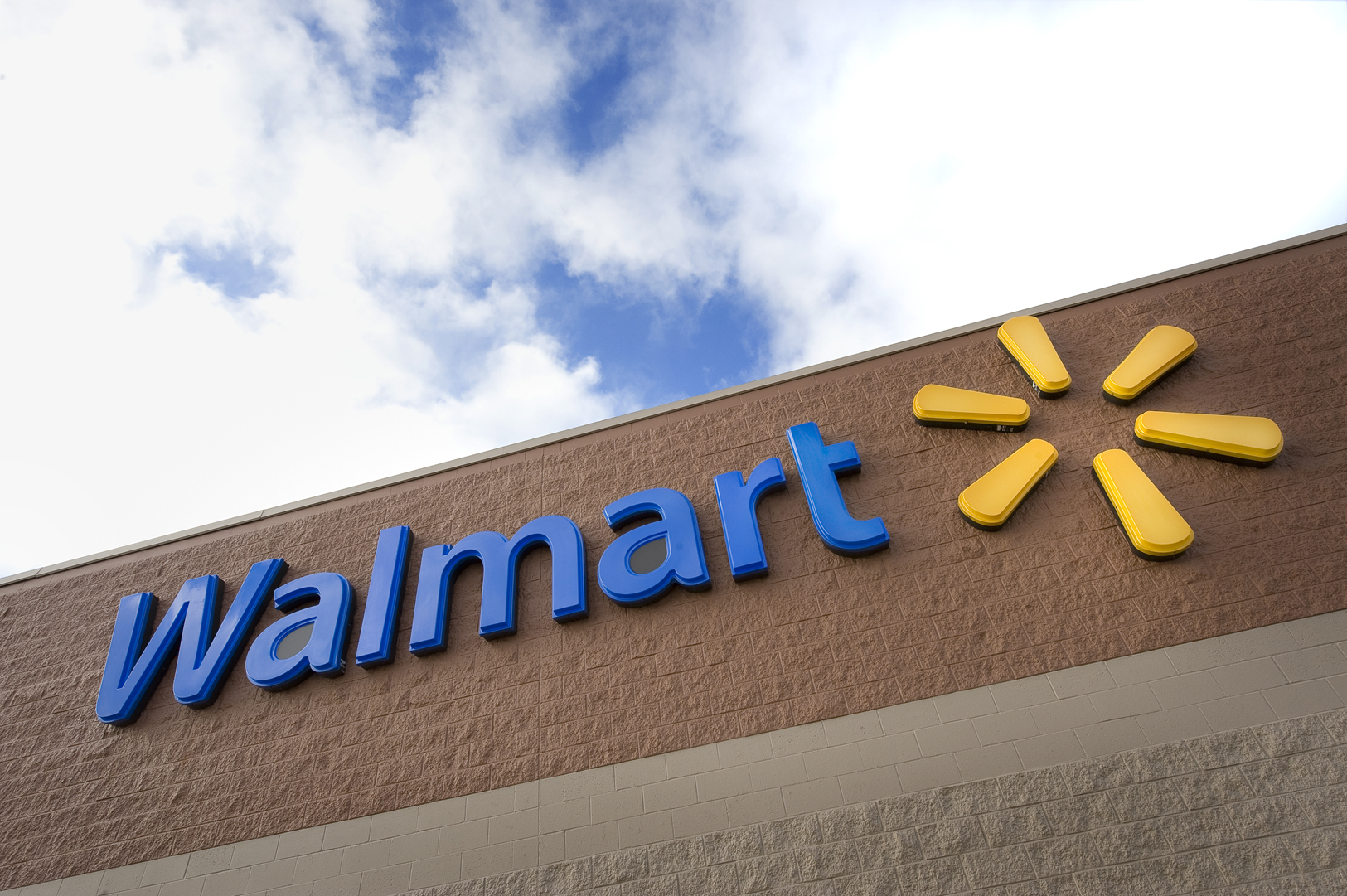 PayPal, in a Tie-Up With Walmart, Adds In-Store Cash Access
